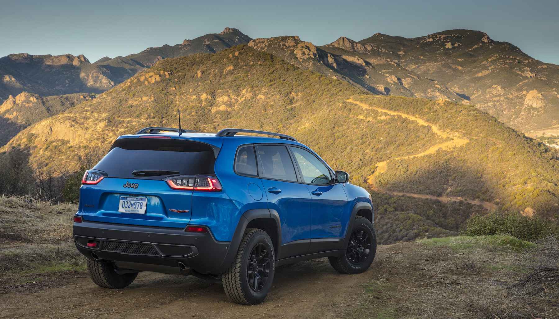 2019 jeep cherokee first drive in photos driving today. Black Bedroom Furniture Sets. Home Design Ideas